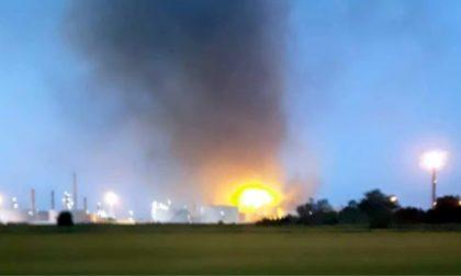Raffineria Eni di Sannazzaro: uno scoppio, poi le fiamme