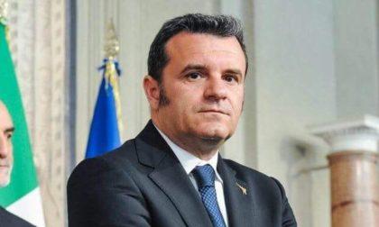 """Lettere minatorie all'ex Ministro Centinaio: """"Muori leghista di m…."""""""