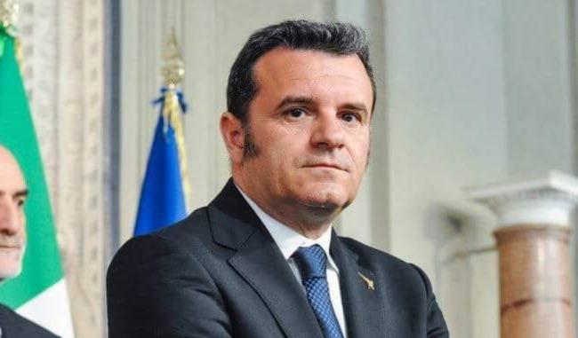 Rimpasto in Regione: l'ex ministro Centinaio assessore?