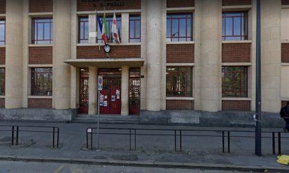 Morto il bambino precipitato dalle scale della scuola a Milano