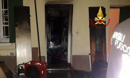 Incendio in appartamento a Pavia: proprietario ustionato FOTO