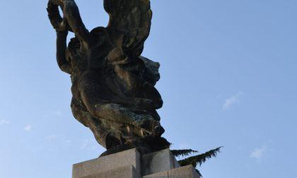 Tenta il suicidio lanciandosi dalla statua della Vittoria Alata di Casteggio
