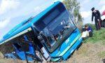Bus della Stav di Vigevano carico di studenti ribaltato: IL VIDEO