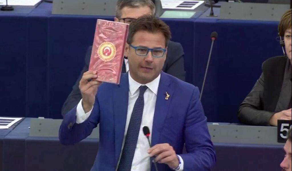 """Ciocca (Lega): """"Cioccolato turco in regalo agli Eurodeputati e due settimane dopo missili in Siria"""""""