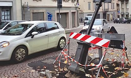"""Vigevano: autoarticolato urta palo del Sistema """"Smart City"""" e lo danneggia"""
