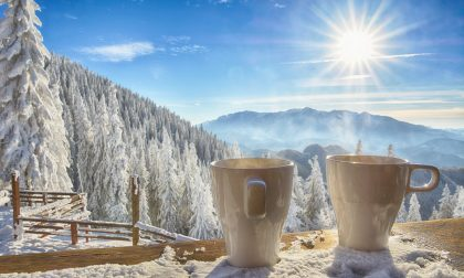 Vacanze sulla neve? Flirt, sci e cioccolate calde