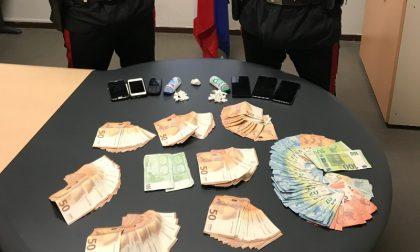 Arrestato pusher: in tasca 27 dosi di cocaina e 9mila euro in contanti