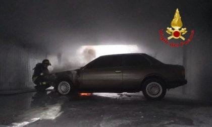 Guasto elettrico e l'auto d'epoca prende fuoco FOTO