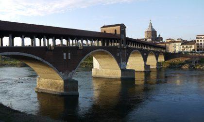 Ordinanza del sindaco Fracassi: prorogato il divieto di sosta sul Ponte Coperto a Pavia