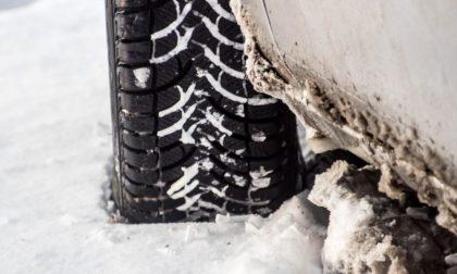 Scatta l'obbligo catene a bordo o pneumatici invernali: ecco in quali tratti