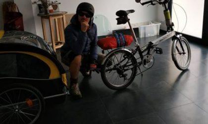 Senza milza in sella alla sua bici dalla Spagna fino a Clusone, passando per Pavia