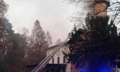 A fuoco Villa Barbavara: distrutti 150 metri quadrati di tetto