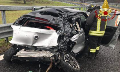 Smart contro Tir in A7: ferito in codice rosso, autostrada bloccata