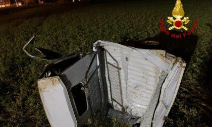 Auto tampona Ape Car: 17enne sbalzato fuori dall'abitacolo