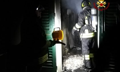 Incendio nella notte in abitazione a Mortara: tre intossicati FOTO
