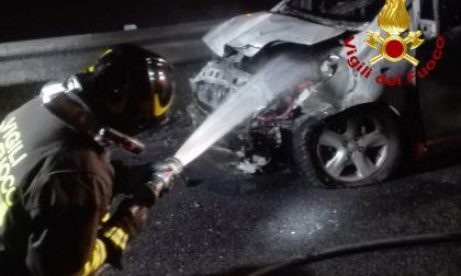 Auto si scontrano in A21: una prende fuoco FOTO