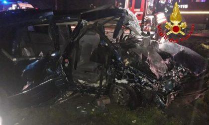 Tragedia sulla strada: 16enne muore nello schianto, 3 giovani gravi