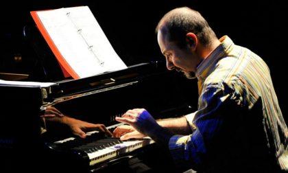 Natale in ospedale, il pianoforte di Umberto Petrin per i malati della Maugeri