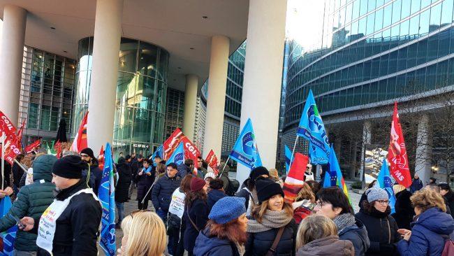 Conad Auchan: lavoratori protestano sotto la Regione (che striglia a sua volta il Ministero)