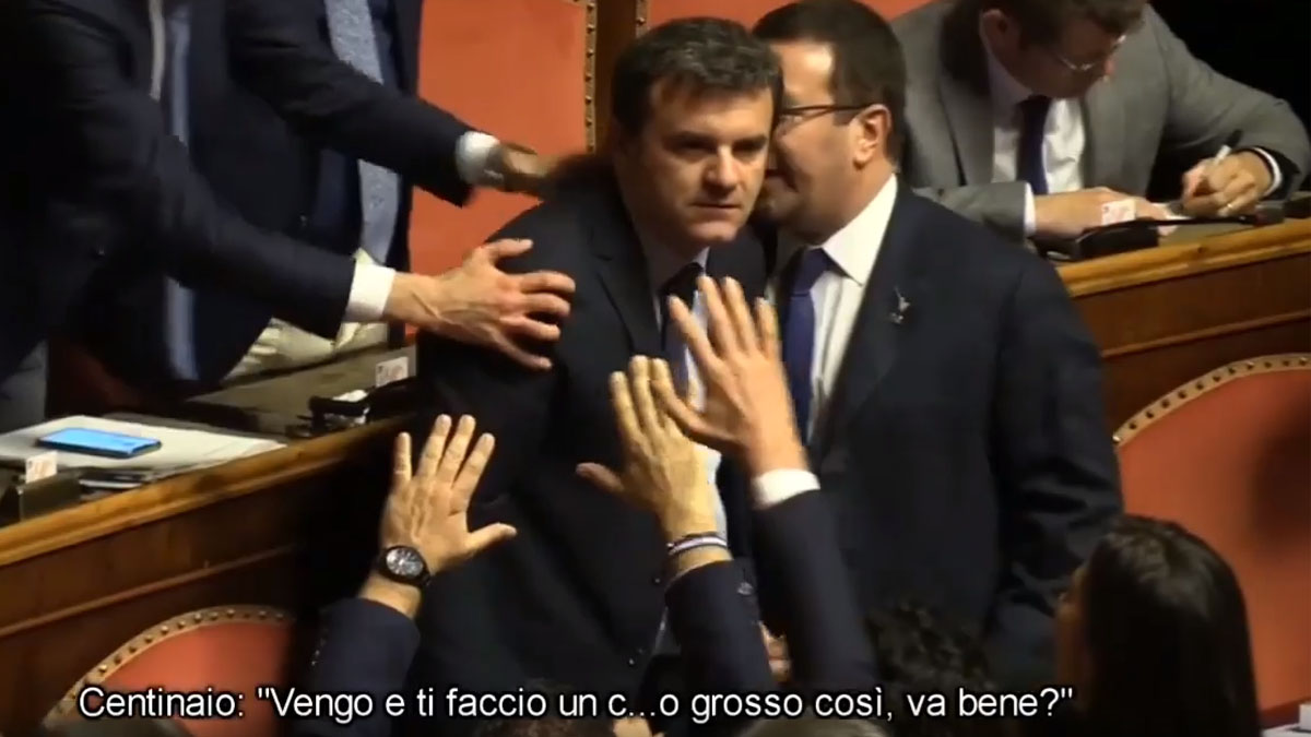 """Il Centinaio furioso in Parlamento: """"Vengo lì e ti faccio un c...così"""" VIDEO"""