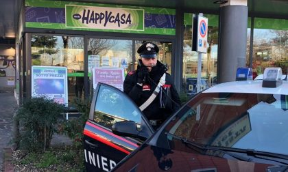 Scoperto a rubare fugge mostrando una pistola ma i Carabinieri lo rintracciano