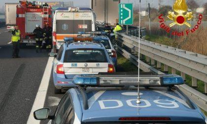 Schianto sulla A1 con mezzo pesante: due morti