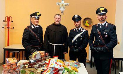 I Carabinieri regalano alle mense dei poveri generi alimentari sequestrati