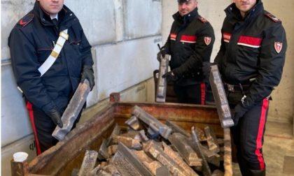 Tenta di vendere 5 tonnellate e mezzo di lingotti in bronzo rubati