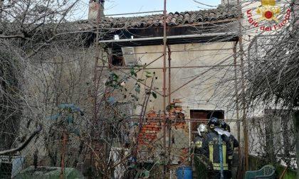 Crolla tetto abitazione: tragedia sfiorata a Torre d'Arese FOTO