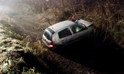 Esce di strada e finisce in un fosso: 25enne in ospedale FOTO