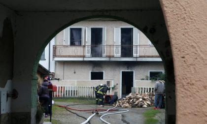 Incendio in abitazione a Olevano: salvi i proprietari, morti i due cani FOTO