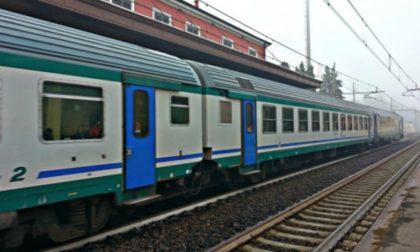Milano-Mortara, prima il fumo in carrozza poi la linea tranciata: circolazione bloccata tra Vigevano e Abbiategrasso