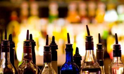 Serve alcolici a una ragazzina di 15 anni: bar del centro chiuso per due settimane