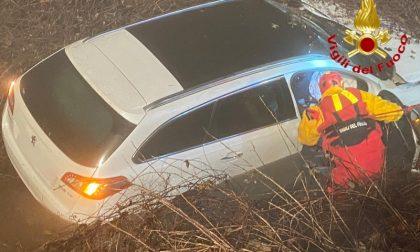 Auto fuori strada sulla Provinciale: ma del conducente nessuna traccia FOTO