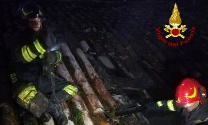 In fiamme il tetto di un'abitazione a Montebello della Battaglia FOTO