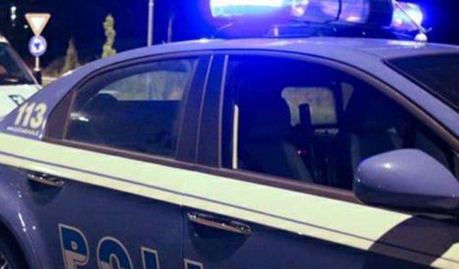 Fanno il pieno con carte carburante clonate: un arresto e una denuncia