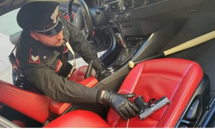In auto con mazza da baseball e pistola rubata: arrestato FOTO