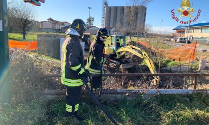 Fuga di gas sulla SP35 a San Martino Siccomario, strada chiusa FOTO