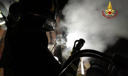 Camino in fiamme ad Arena Po, arrivano i Vigili del Fuoco FOTO e VIDEO