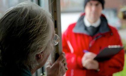 """Fermati due """"venditori porta a porta"""", avevano appena truffato un'anziana"""