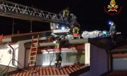 Lomello, a fuoco tetto di abitazione: incendio domato in due ore FOTO