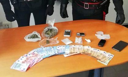 In giro in auto (con patente sospesa) viene trovato con marijuana, cocaina e hashish