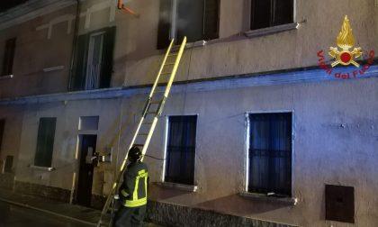 Landriano, esce fumo da uno stabile: incendio in abitazione di via Milano