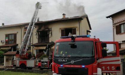 Incendio in villetta a schiera a Cilavegna: proprietari portati in ospedale