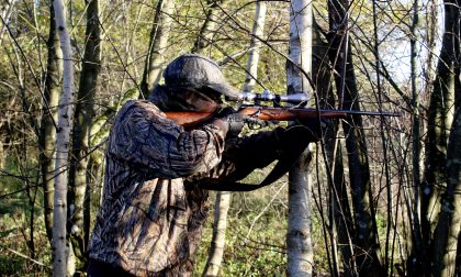 Guardie coi catarifrangenti e cacciatori invece mimetici: le nuove (e discusse) regole per la caccia in Lombardia
