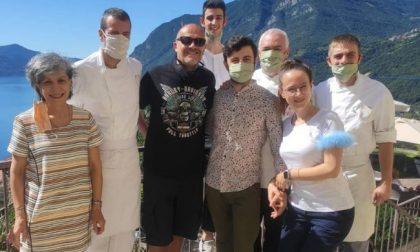 Max Pezzali turista sul lago d'Iseo: anche i vip scelgono le vacanze italiane