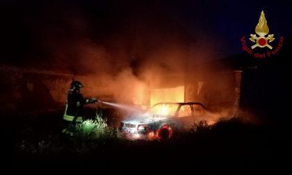 Automobile in fiamme a Pieve del Cairo, i Vigili del fuoco riescono a domare le fiamme