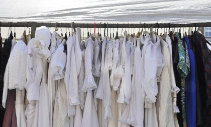 Mercati feriali: sospesa la vendita di capi d'abbigliamento e calzature usati