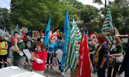 """""""Strage nelle Rsa"""": i sindacati sono scesi in piazza per denunciare FOTO"""