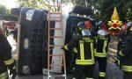 Camion si ribalta sulla sede stradale: autista 50enne in ospedale FOTO